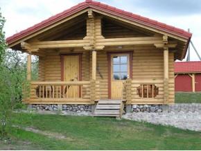 190mm Durchmesser Rundholz Ferienhaus Blockhaus 25m² + 8,7m² Terrasse mit lasierten Fenstern und Türen im Wunschfarbton
